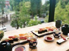 赤レンガ庁舎を観光した後、赤レンガテラスでランチ  眺めの良い席に通されてランチのお寿司をいただく カウンターは常連さん達で賑わっていた