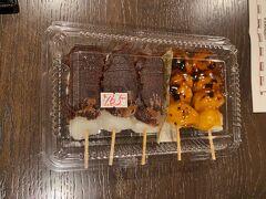 志田ストアーでげっとしたこちらのお団子。  美味しかった~。。。  お米の味がしました。 そしてみたらしと餡子の素朴な味が優しかった。。。←
