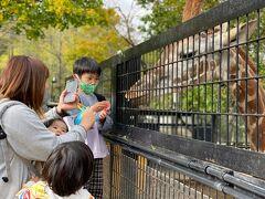 3日目にやって来たのは 以前からの息子待望のノースサファリ札幌 札幌駅から路線バス(定山渓温泉行き)で 1時間15分ほど 大人¥1800 子供¥600