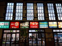 札幌駅から各駅停車の電車に揺られて小樽駅に到着。