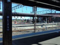 9:18 下今市駅 奥にSL大樹が煙は吐いていました  ここで普通列車に乗り換え