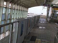 那覇空港駅。ホームは一つ。終着駅なので方面も1つだけ