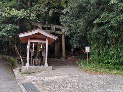 金持神社に到着です!  土曜の午前中でしたが、それなりに参拝客がいました。