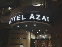夜食を買ってホテルに戻ってきました