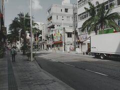 午前中ですが閑散とした国際通り