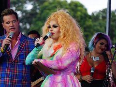 本題に戻ります。まずはメインイベントのマルディグラの数週間前に開催される2016年フェアデー Fair Dayの様子。シドニーのビクトリアパークに、LGBTQとサポートする人たちが集まります。マルディグラとは3週間も続く複数のLGBTQのイベントを総称しています。