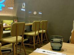 デザートにパフェ食べます。 ラーメン食べて、一つ階を下がって行ったところは京都の有名店『からふね屋』。岡山に来たけど食べるのは京都のパフェ。イェイ