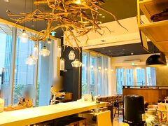 Hotel MUSSE Ginza Meitetsu / 朝食ラボ https://choshoku.neu-inc.tokyo/  予約してある時間より早く着いてしまったけど、スタッフの方はとても快く通してくれました。人気店なので予約しないとたぶん入れません!!  最高の朝食を目指した小鉢ビュッフェレストランの朝食ラボ。朝食を謳っていますがランチまでOKです。 真ん中にある大きなテーブルにはお客さんは案内していなかったかな?