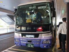 空港からはリムジンバスで広島駅を目指します。 そういえばこのリムジンで出発って初めてかも。 これまでは三原行きの路線バスばかりだったから・・・