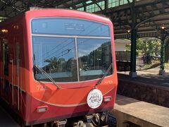 昔ながらのワンマン列車。ゆっくりと進むので車窓からの景色も楽しめます。