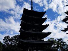 そして現在五重塔は大規模修理の前で現在は初層内陣が特別公開されています。薬師如来、釈迦如来、阿弥陀如来、弥勒如来。2周回ってゆっくり拝観できました。