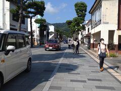 出雲大社駅前に到着!出雲大社の前には様々なレストランや物産店が並んでいます。