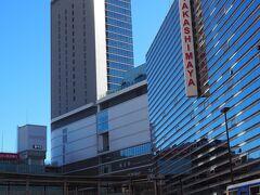 横浜駅に到着、地下道を出るとこの眺め。