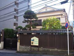 その名残りを止めるのがこの料亭田中家。 今の建物は建て替えられたもので、かつてはもっと豪壮、何十人もの芸者を抱える大店でした。
