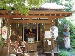 坂道を下り、旧東海道を少し戻ったところに大網金刀比羅神社があります。かつて神奈川湊に出入りする船乗りの崇敬を集め、大天狗の伝説でも知られています。  また、神社前の街道両側に一里塚が置かれていたそうです。