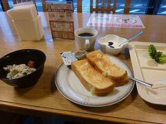 ホテルクラウンヒルズの朝食。 炊き込みご飯が美味しいかった!