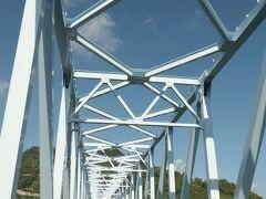「蒲刈大橋」は、1979年10月開通、橋長480m、中央支間長255m、桁下高23.0m、下蒲刈島と上蒲刈島の間に架かるトラス橋。 竣工当時は農道橋としては国内最長であった。 トラス橋としては国内第7位の支間長であり、広島県最大のトラス橋である。