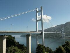 トンネルを抜けてすぐ右に入ると「豊島大橋」のビューポイントがある。 「豊島大橋」は、2008年11月供用開始、橋長903.2m、中央支間長533m、主塔高109.5m、桁下高50.0m。 「とびしま海道」で渡る7つの橋で最後に開通した橋で、この橋により本州から岡村島までの一連の安芸灘諸島が橋でつながることになった。