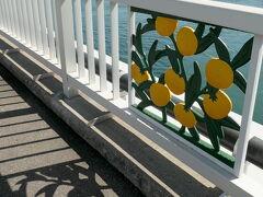大崎下島と岡村島の間にある平羅橋・中の瀬戸大橋・岡村大橋の3橋含めた大崎下島広域農道は「安芸灘オレンジライン」の愛称が付いている。 「中の瀬戸大橋」の欄干には、オレンジのレリーフが細工されている。 このあたりは大長みかんや大長レモンの産地となっている。