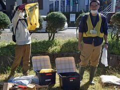 箱根ビジターセンターの加藤さんから説明がありました。  登山路の整備は ・水切りの確保  ・段差を土嚢袋で修正         ・階段の設置   。倒木等の撤去  など