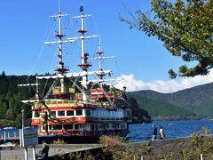 絶好の行楽日和。海賊船も出帆しました。