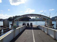 尾道駅前から渡船で向島へ。料金(100円+自転車10円)は船内で支払い。