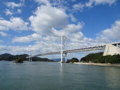 向島をひた走り、因島大橋へ。橋の上まで登るのに結構遠回りする必要はありますが、勾配は緩やかで、思ったほど大変ではありませんでした。