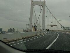 レインボーブリッジに向かっています。 湾岸線に入り空港へ向かいます。