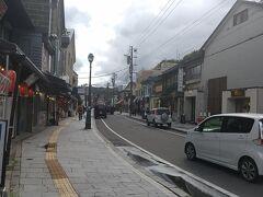 境町通りに戻ってきました。 土曜日ですよ。これでも。 修学旅行生が一グループいましたが、ツアー客らしきも観光バスもいません。