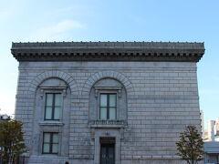 しみじみしながら北のウォール街旧三井銀行小樽支店へ…