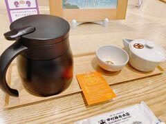 こちらは中村藤吉本店さんです。  お茶が自分で味の濃さを調節できるタイプでよかったです。