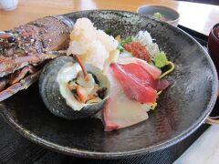 伊勢エビ海鮮丼ドーン! しかも、特選海鮮丼にしました! 3300円也! いや、良いんです、旅の食事は良いんです。 今晩から粗食にしますから、良いんですよ~。