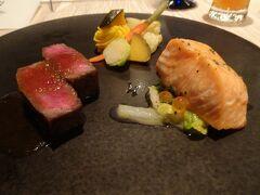 メインです。広島県産高原黒牛サーロインステーキ / サーモンソテー いくらと香草バターソース 前菜で瀬戸内海産の真鯛だったので、サーモンではなく瀬戸内海産の他の魚が良かったなと友達と意見が合いました