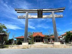 住宅街に佇む神社。 観光というよりも地元の人がお参りにくる日常の風景に入っている神社でした。