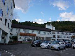 【西津軽郡 深浦町】17:15 日の入りが過ぎたころ、宿泊先の深浦観光ホテルに到着しました。 はぁ~運転お疲れさま(自分に)(*´Д`) 180kmぐらいは走ったと思います  (写真は翌朝撮影のものです)