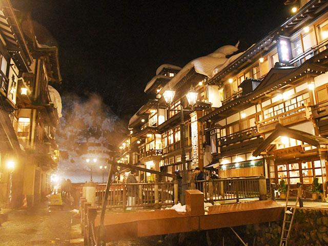 銀山温泉のおすすめ温泉旅館と観光ガイド!大正レトロな温泉街の楽しみ方