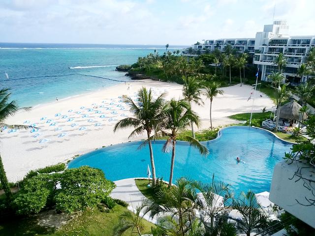沖縄のプール付きホテルランキング2020!子連れにおすすめスライダー付きも