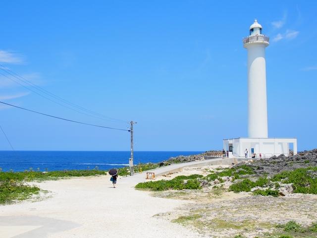 すてきな時間と癒やしを探し求めて、沖縄のカフェをめざしましょう!