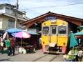 マーケットを駆け抜ける列車!マハチャイ市場観光ツアー<ローカル列車乗車体験付>