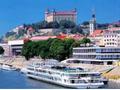 スロバキアの首都、ブラチスラヴァ一日観光ツアー<日本語ガイド/昼食付き/ブタペスト発>