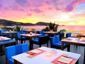 オンザビーチのお洒落なレストラン「サーフェス・レストラン&バー」でのディナー<パトン地区>